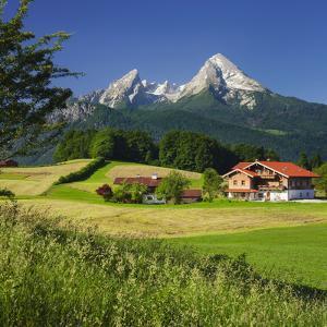 Farm, Fields, Watzmann, Aschauerweiherstrasse, Berchtesgadener Land District, Bavaria, Germany by Rainer Mirau