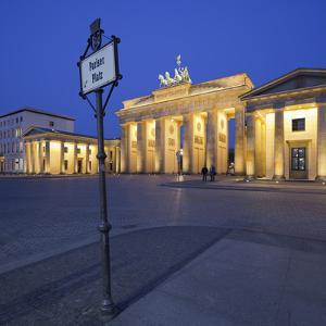 Germany, Berlin, Pariser Platz (Square), the Brandenburg Gate, Night by Rainer Mirau