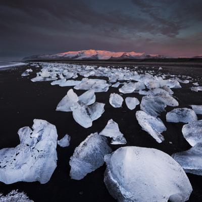 Ice Chunks on the Beach Near Glacial River Lagoon Jškuls‡rlon (Lake), …raefajškull (Volcano by Rainer Mirau
