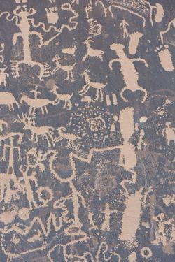 Newspaper Rock State Historical Monument, Petroglyphs, Utah, Usa by Rainer Mirau