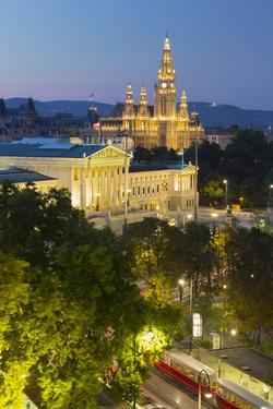 Parliament, City Hall, Ringstra§e, 1st District, Vienna, Austria by Rainer Mirau