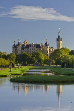 Schwerin Castle, Schwerin (Capital), Mecklenburg-Western Pomerania, Germany by Rainer Mirau