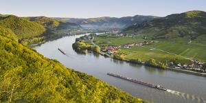 View from the Ferdinandswarte to Oberloiben, Rossatz, DŸrnstein, the Danube, Wachau by Rainer Mirau