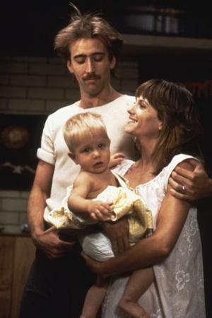 RAISIN ARIZONA, 1987 directed by JOEL AND ETHAN COEN Nicolas Cage and Holly Hunter (photo)