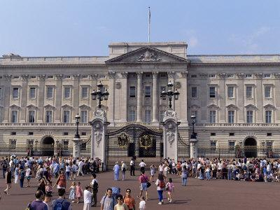 Panoramic View of Buckingham Palace, London, England, United Kingdom