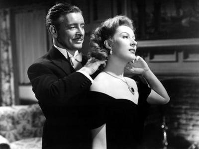 Random Harvest, Ronald Colman, Greer Garson, 1942, Fastening Necklace