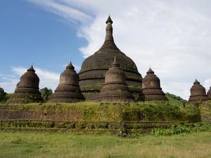 Ratana-pon solid stupa built by King Min Khammoung and Queen Shin Htwe, Mrauk U, Rakhine State,...