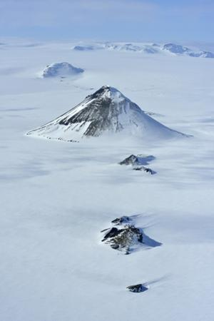 High angle view of Maelifell volcano covered in snow. by Raul Touzon