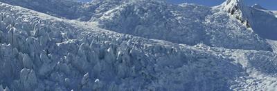 Snowy landscape at Vatnajokull glacier. by Raul Touzon