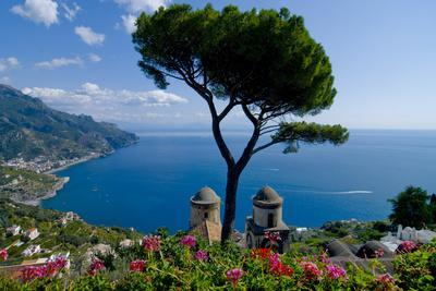 https://imgc.allpostersimages.com/img/posters/ravello-villa-rufolo-amalfi-coast_u-L-Q1ASLO80.jpg?p=0