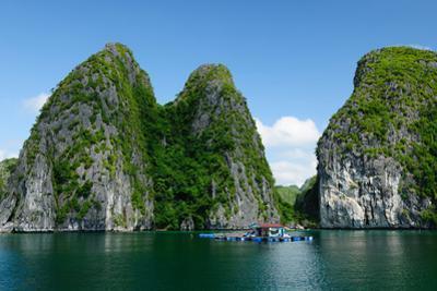 Halong Bay by rchphoto