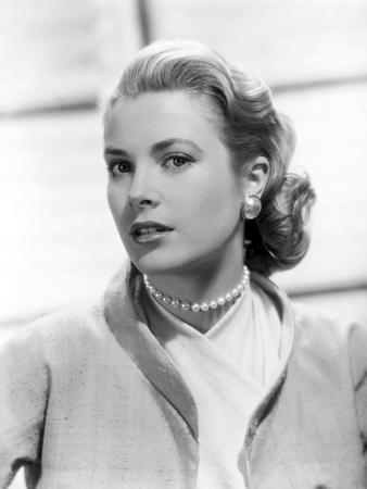 https://imgc.allpostersimages.com/img/posters/rear-window-1954-directed-by-alfred-hitchcock-grace-kelly-b-w-photo_u-L-Q1C1DAJ0.jpg?artPerspective=n