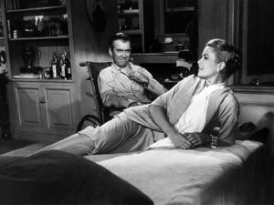 REAR WINDOW, 1954 directed byALFRED HITCHCOCK James Stewart and Grace Kelly (b/w photo)