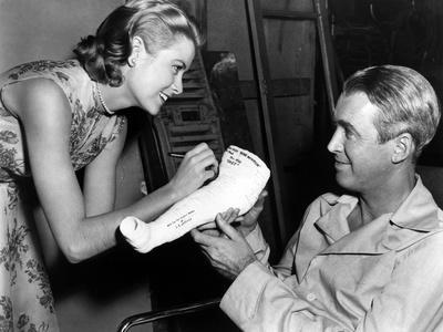 https://imgc.allpostersimages.com/img/posters/rear-window-1954-directed-byalfred-hitchcock-on-the-set-grace-kelly-and-james-stewart-b-w-photo_u-L-Q1C1FF70.jpg?artPerspective=n