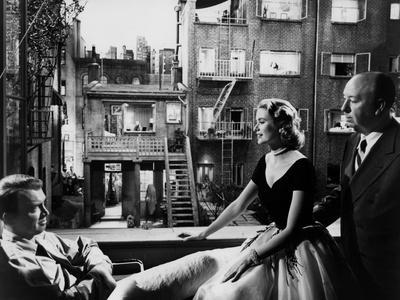 https://imgc.allpostersimages.com/img/posters/rear-window-1954-directed-byalfred-hitchcock-on-the-set-grace-kelly-between-james-stewart-and-alf_u-L-Q1C1D7N0.jpg?artPerspective=n