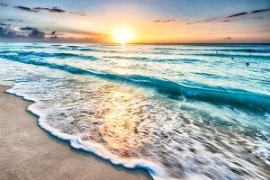 Sunrise over Beach in Cancun by rebelml
