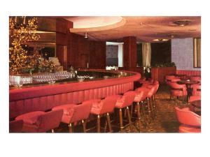 Red Cocktail Lounge