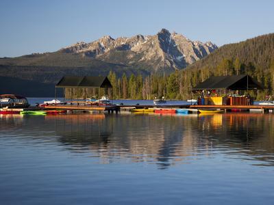https://imgc.allpostersimages.com/img/posters/redfish-lake-lodge-redfish-lake-sawtooth-national-recreation-area-idaho-usa_u-L-PHADTU0.jpg?p=0