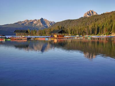 https://imgc.allpostersimages.com/img/posters/redfish-lake-lodge-redfish-lake-sawtooth-national-recreation-area-idaho-usa_u-L-PHADUH0.jpg?p=0
