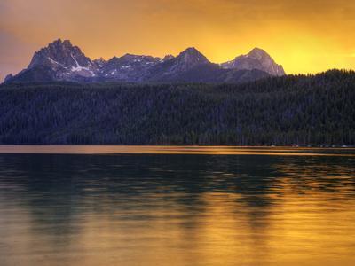 https://imgc.allpostersimages.com/img/posters/redfish-lake-sawtooth-national-recreation-area-idaho-usa_u-L-PHADWE0.jpg?p=0