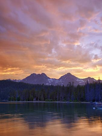 https://imgc.allpostersimages.com/img/posters/redfish-lake-sawtooth-national-recreation-area-idaho-usa_u-L-PXQMX00.jpg?p=0