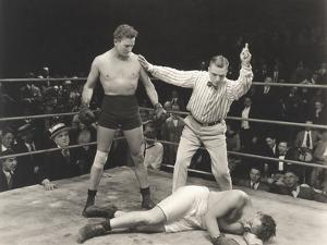 Referee Counting Down Knockout