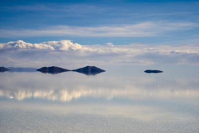 https://imgc.allpostersimages.com/img/posters/reflection-of-clouds-on-the-surface-of-the-salt-flat-salar-de-uyuni-potosi-department-bolivia_u-L-Q1H21CB0.jpg?artPerspective=n