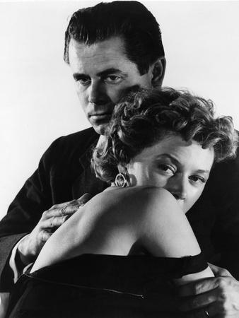 https://imgc.allpostersimages.com/img/posters/reglement-by-comptes-the-big-heat-by-fritzlang-with-glenn-ford-and-gloria-grahame-1953-b-w-photo_u-L-Q1C2N190.jpg?artPerspective=n