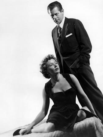 https://imgc.allpostersimages.com/img/posters/reglement-by-comptes-the-big-heat-by-fritzlang-with-glenn-ford-and-gloria-grahame-1953-b-w-photo_u-L-Q1C2NYK0.jpg?artPerspective=n