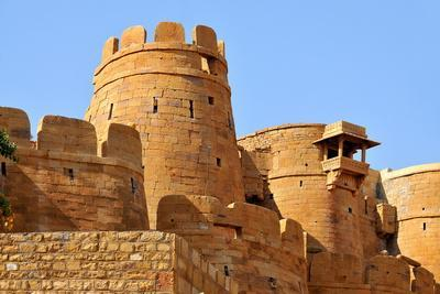 https://imgc.allpostersimages.com/img/posters/remparts-towers-and-fortifications-of-jaisalmer-rajasthan-india-asia_u-L-PNGE2M0.jpg?p=0