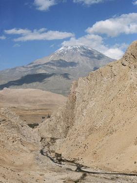 Mount Demavand, Elburz Mountains, Iran, Middle East by Richard Ashworth