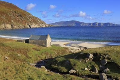 Keem Beach on Achill Island, County Mayo, Connaught (Connacht), Republic of Ireland, Europe by Richard Cummins
