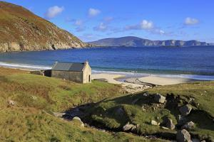 Keem Beach on Achill Island, County Mayo, Connaught (Connacht), Republic of Ireland, Europe by Richard Cummins