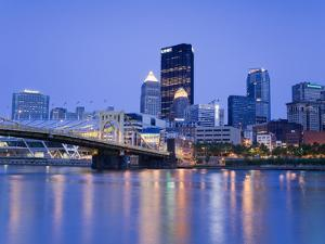Pittsburgh Skyline and the Allegheny River, Pittsburgh, Pennsylvania, United States of America, Nor by Richard Cummins