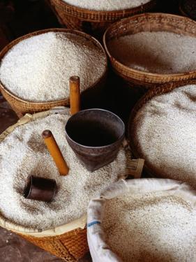 Trading Rice, Myanmar by Richard I'Anson