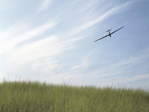 Glider in Sky by Richard Newstead