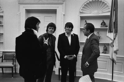 https://imgc.allpostersimages.com/img/posters/richard-nixon-meeting-elvis-presley-and-his-two-friends-jerry-west-and-sonny-baker-dec-21-1970_u-L-PIHWR70.jpg?p=0