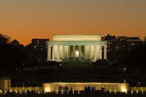 Lincoln Memorial at Night by Richard T. Nowitz