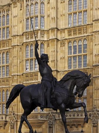 https://imgc.allpostersimages.com/img/posters/richard-the-lionheart-statue-houses-of-parliament-westminster-london-england-uk_u-L-PFNS4X0.jpg?p=0