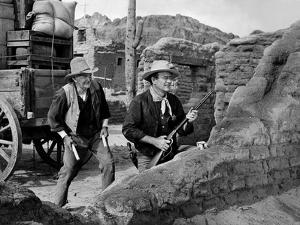 RIO BRAVO, 1959 directed by HOWARD HAWKS John Wayne (b/w photo)