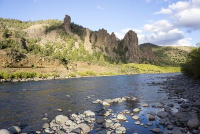 https://imgc.allpostersimages.com/img/posters/river-limay-valle-encantado-magical-valley-bariloche-district-argentina_u-L-PWFDXV0.jpg?p=0