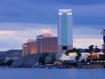 https://imgc.allpostersimages.com/img/posters/river-palms-and-harrah-s-casinos-on-the-colorado-river-laughlin-city-nevada-usa_u-L-PFNMQ80.jpg?p=0