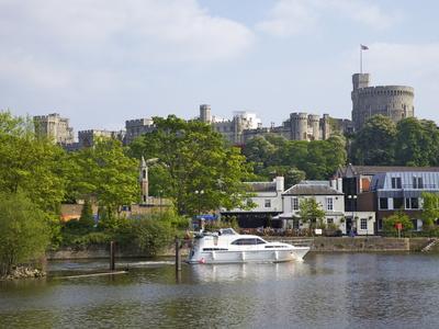 https://imgc.allpostersimages.com/img/posters/river-thames-and-windsor-castle-windsor-berkshire-england-united-kingdom-europe_u-L-PFO3YR0.jpg?p=0