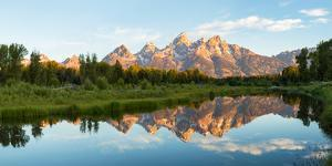 River with Teton Range in the background, Grand Teton National Park, Wyoming, USA