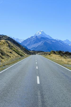 https://imgc.allpostersimages.com/img/posters/road-leading-to-mount-cook-national-park-south-island-new-zealand-pacific_u-L-PQ8SWZ0.jpg?p=0