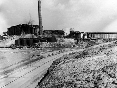 https://imgc.allpostersimages.com/img/posters/road-leading-up-to-the-tennessee-copper-co-mine_u-L-P766190.jpg?p=0