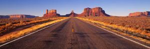 Road Monument Valley, Arizona, USA