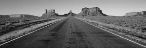 Road Monument Valley, Arizona, USA