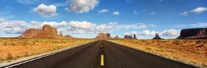Road, Monument Valley, Arizona, USA