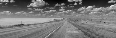 Road through the prairies of Eastern South Dakota, USA